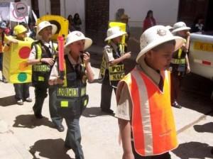Niños concientizan a la población en la Semana de la Seguridad Vial