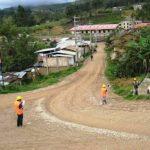 Trabajos de asfaltado de carretera a Higos Urco