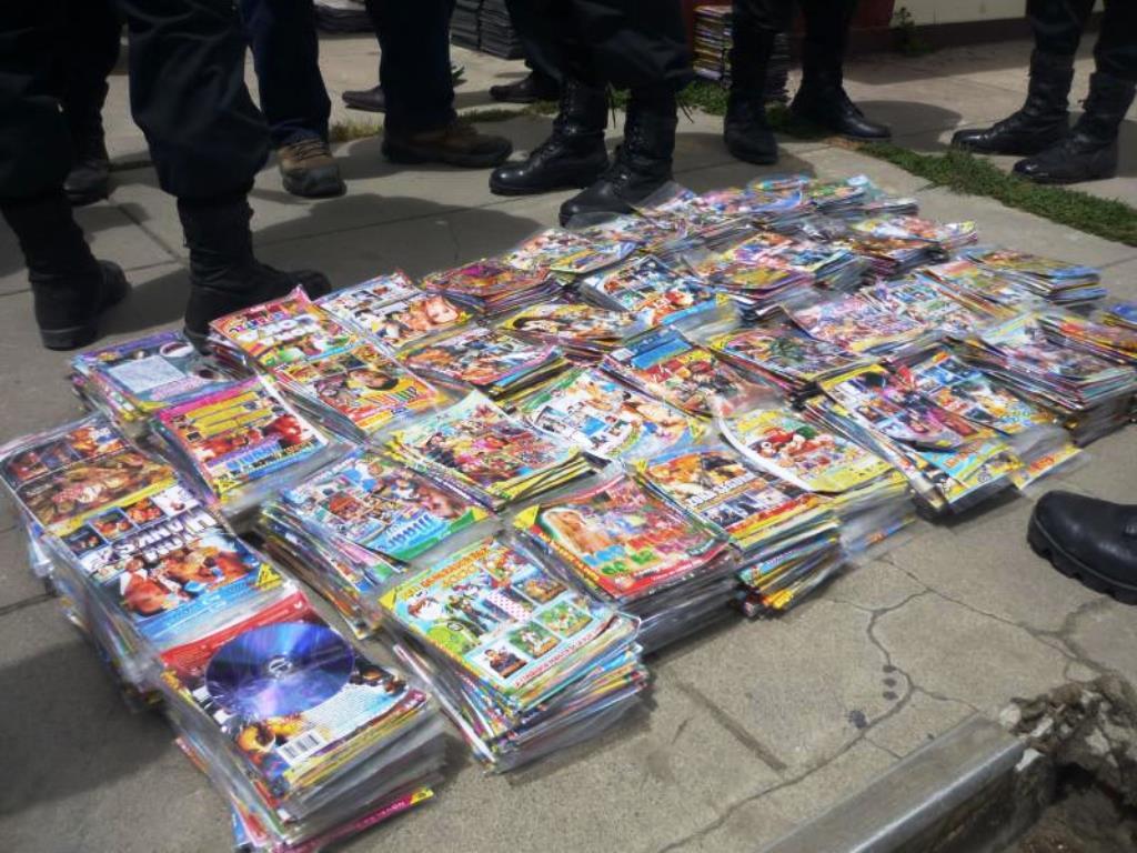 PNP decomisa cd's piratas en establecimientos comerciales de Chachapoyas.